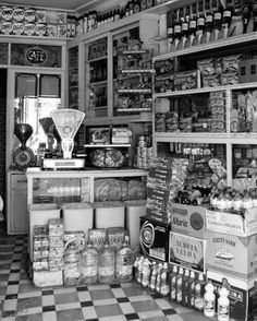Old General Stores, Old Country Stores, Old Pictures, Old Photos, Old Paris, Reisen In Europa, Vintage Country, Vintage Photographs, Historical Photos