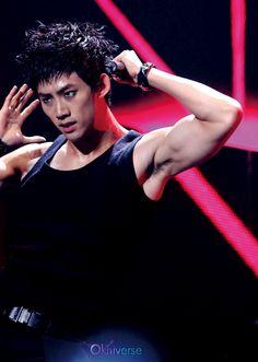 Jae pounds the mohawk twink