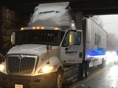 16 Swift Trucking Fails From People Having Substantially Worse Days Than You Moving Right Along, Trucker Quotes, Big Rig Trucks, Semi Trucks, Bad Day, Funny Fails, Swift, Jokes, Humor