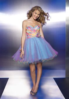 If I find a dress like one of these.....I will be in love (: Hopefully LA will be the place to find it.
