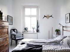 Scandinavian interior done the right way! We like! Check out the rest of the pictures at - Roomed | roomed.nl