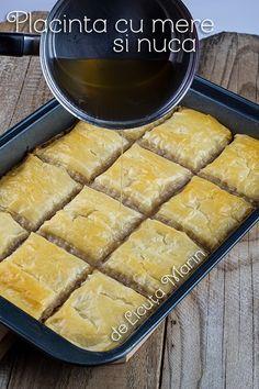 Placinta cu mere si nuca este una din preferatele noastre in sezonul rece. De data aceasta am facut-o putin altfel, si parca a fost ... Sweets Recipes, Cake Recipes, Cooking Recipes, Desserts, Food Cakes, Hot Dog Buns, Biscuits, Bread, Romania