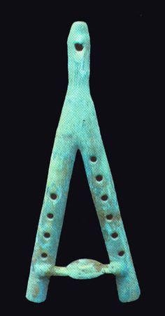 FLAUTAS O TLAPITZALLI  Flauta Doble de 32 cms Cultura Monteña. Ecuador. Museo de Intrumentos Travesari, Quito