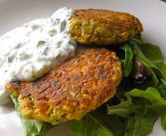 Spicy Lentil Burgers not vegan Entree Recipes, Side Dish Recipes, Veggie Recipes, Vegetarian Recipes, Cooking Recipes, Healthy Recipes, Lentil Burgers, Clean Eating, Healthy Eating