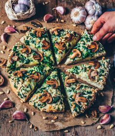 Pizza with spinach, mushrooms and vegan cheese! Vegan Pizza Recipe, Best Pizza Dough Recipe, Pizza Recipes, Vegan Recipes, Italian Recipes, Garlic Mushrooms, Stuffed Mushrooms, Pizza Photo, Vegan Cheese