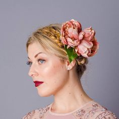 Make a statement with the Oversized Peony Clip. Tuck into an updo, beehive or heidi braid for a touch of floral fun this winter. available in dusky pink, dusky peach and burgundy silk flowers Flower Hair Clips, Flowers In Hair, Silk Flowers, Bridesmaid Flowers, Bridesmaid Hair, Floral Hair, Hair Dos, Hair Pieces, Peony