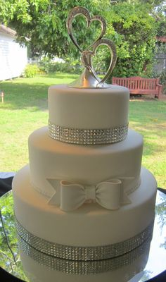 #Bling #Wedding cake by www.americandreamcakes.com #white #bow