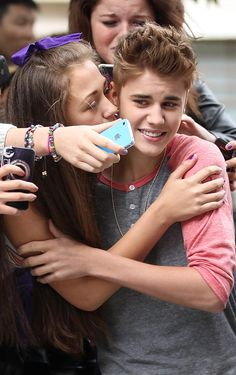 I can't Belieb it ... Justin Bieber and over friendly fan
