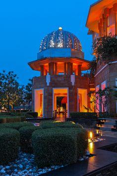 THE LEELA PALACE KEMPINSKI UDAIPUR, INDIA: Designed by BENSLEY Udaipur India, Banquet, Resorts, Bangkok, Landscape Design, Palace, Architecture Design, House Plans, Hotels