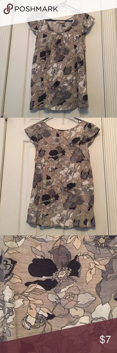 Gray Floral Patterned Old Navy Top Gray Floral Patterned Old Navy Top. Super cute and comfy. Runs large. Gently worn. Old Navy Tops Tees - Short Sleeve