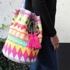 Tapestry is the new trend! This Tapestry bag is available as a complete crochet kit. Make your own now!