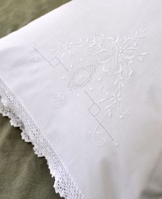 This is a set of 2 cotton pillowcases with crochet lace edges. The embroidery on the pillowcases is in white and of a flower. Each pillowcase measures approx. 20 x 30 and will fit any standard or queen size pillow. Absolutely gorgeous an Linen Pillows, Linen Bedding, Bedding Sets, Beige Bed Linen, Monogram Towels, Crochet Classes, Crochet Lace Edging, Easy Crochet Projects, Bed Linen Design