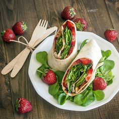 Tortilla wrap with strawberries, peanut butter and corn salad. Delicious! (in Polish)