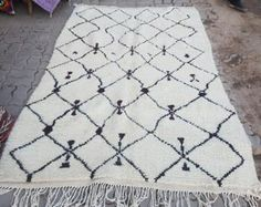 Beautiful Moroccan azilal Rug tapis berbère alfombras