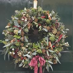 Promise this will be the last wreath this year even Im suffering of an overdose of wreaths. This one looks fab on the door of Hotel du Vin in Winchester- loving the sequin ribbon from @dutchmastersflowerwholesale