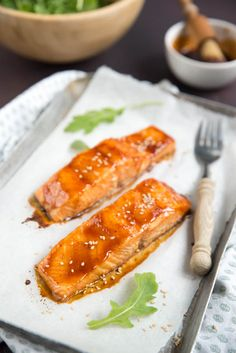 Salmon With Maple Syrup And Soy Sauce Fish And Meat, Fish And Seafood, Maple Syrup Salmon, Sriracha, Food Court, Looks Yummy, Good Food, Food And Drink, Lunch