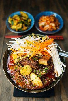 Recipe: korean beef short rib kimchi stew (jjigae) We got a proper snow last Thursday. Asian Recipes, Beef Recipes, Cooking Recipes, Healthy Recipes, Korean Dishes, Korean Food, Kimchi Stew Recipe, Korean Beef Stew Recipe, Jjigae Recipe