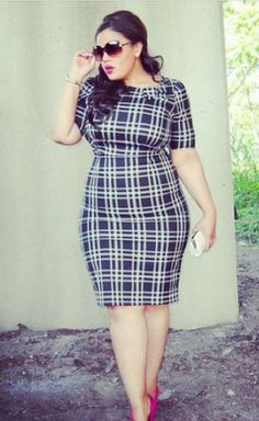 Curvy navy and white plaid dress Curvy Girl Fashion, Plus Size Fashion, Petite Fashion, Plus Size Dresses, Plus Size Outfits, Moda Xl, Moda Feminina Plus Size, Mode Plus, Looks Plus Size