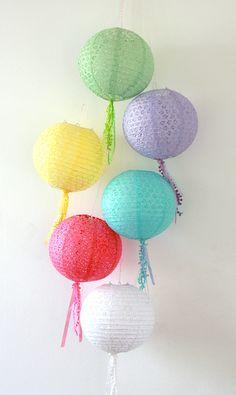Quasten-Lampion zur Dekoration von Parties // Colorful party lanterns by Partyerie via DaWanda.com
