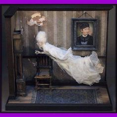 Halloween Diorama, Casa Halloween, Halloween Miniatures, Halloween Village, Halloween Doll, Halloween Crafts, Haunted Dollhouse, Haunted Dolls, Victorian Dollhouse