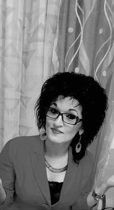 TOAMNA CARE PLEACĂ de ANGELA MIHAI în ediţia nr. 2526 din 30 noiembrie 2017