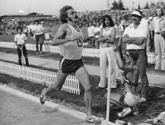 Steve Prefontaine of Oregon Track Club wins the 2 mile event at the California Relays, Modesto CA, May 6 days before his death Best Running Shorts, Running Race, People Running, Marathon Running, Steve Prefontaine, Galen Rupp, Vignette Design, Fastest Man, Born To Run