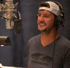 Luke Bryan makes my heart skip a beat! Luke Bryan Funny, Luke Bryan Family, Luke Bryan Quotes, Country Song Quotes, Country Music Lyrics, Fake Smile Quotes, Country Girl Problems, Zac Brown Band, Rascal Flatts