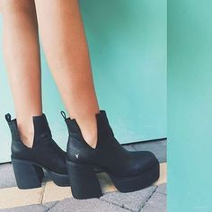 @emdavies___ in    L I S T E N • Black    #regram #platforms #boots #windsorsmith