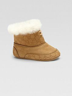 Baby Gucci Booties - too cute Baby Girl Fashion, Kids Fashion, Black Gucci Purse, Gucci Baby, Cute Baby Shoes, Kool Kids, Baby Fashionista, Gucci Purses, Baby Design