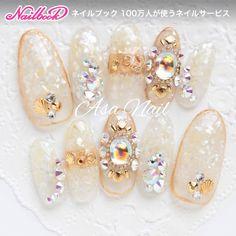 ネイル(No.2171118)|エスニック |シェル |ビジュー |ゴールド |夏 |海 |リゾート |旅行 |ボルドー |ハンド | かわいいネイルのデザインを探すならネイルブック!流行のデザインが丸わかり! Safari Nails, Light Colored Nails, Japan Nail, Bride Nails, Japanese Nail Art, Wedding Nails Design, Crystal Nails, Gold Nails, Gorgeous Nails