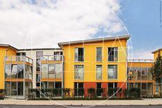 Gelbes Haus in Göttingen. #goettingen #architektur Designer, Multi Story Building, Mansions, House Styles, Home Decor, Yellow Houses, Photo Studio, Landscape, Architecture