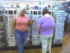 Front Boobs vs Back Boobs - Funny Pictures at Walmart Funny Walmart Pictures, Walmart Funny, Only At Walmart, People Of Walmart, Funny Photos, Funny People Pictures, Walmart Shoppers, Karen, Crazy People