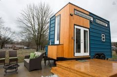 Here is a great modern tiny house on wheels you can now vacation in. Check out Jennifer  Adams newly constructed tiny house in East Nashville, centrally located between the Nashville Skyline ...