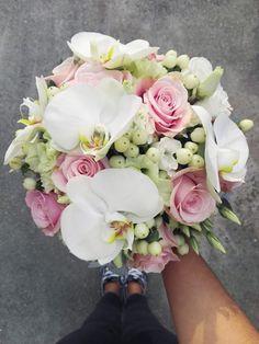 Flowers of Soul: Buchete de mireasa, nasa si cununie civila Wedding Hair And Makeup, Hair Makeup, Panda, Wedding Hairstyles, Floral Wreath, Wreaths, Flowers, Design, Fingernail Designs