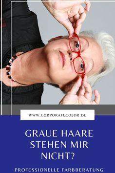 """""""Graue Haare stehen mir nicht und machen mich alt"""", denken viele Frauen. Doch das Gegenteil ist häufig der Fall. In der #Farbberatung wird dieser Glaubenssatz praktisch überprüft und häufig aufgelöst. Die #Wirkung eines Menschen wird nicht von der #Haarfarbe geprägt, sondern von der Gesamterscheinung. #graueHaare"""
