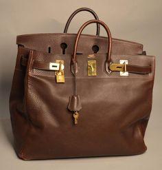 """HERMES Sac de voyage """"Haut à courroies"""" en torino marron grainé Dans son dustbag 40x52 cm (quelques usures) - Aguttes - 04/12/2013"""