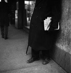 Bildresultat för Goldstein collection of Vivian Maier New York, Vivian Maier Street Photographer, Best Street Photographers, Vivian Mayer, Back To Black, Black And White, Chicago, Shades Of Black, Street Photography