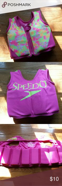 "Speedo Swimming Vest Good condition girl's ages 2-4 (22"" chest, max 33-45 lbs) Speedo foam vest. Cute pink with floral print. Speedo Swim"