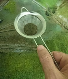A quick tip from the school of the blindingly obvious N Scale Model Trains, Model Train Layouts, Scale Models, Train Info, Model Training, Faux Grass, Landscape Model, Ho Trains, Real Model