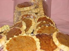 Gizzada is a favorite coconut pastry snack that jamaicans enjoy eating. Gizzada has a pre-crusted base with a filling of coconut and spices....