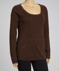 A comfortable scoop neck and handy kangaroo pocket make this sweatshirt stand out from other activewear. Break new records in its flexible fit and breathable cotton construction.