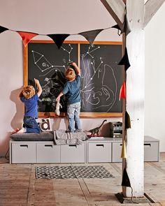 Kinderkamer met de nieuwe Vtwonen Junior Collectie / Kids room, toy storage, vtwonen Junior Collection, chalkboard
