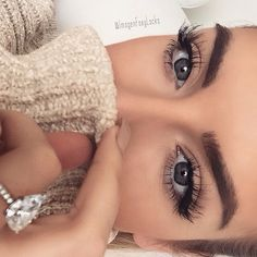 Pinterest: Nuggwifee☽ ☼☾ Her makeup, brows, nails, sweater and ring... Give me
