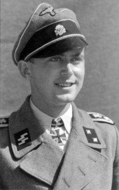 ✠ Kurt Sametreiter (9 April 1922) RK 31.07.1943 SS-Oberscharführer Zugführer i…