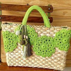 Marvelous Crochet A Shell Stitch Purse Bag Ideas. Wonderful Crochet A Shell Stitch Purse Bag Ideas. Love Crochet, Crochet Pattern, Beach Basket, Crochet Shell Stitch, Crochet Handbags, Crochet Bags, Purse Styles, Cute Bags, Knitted Bags