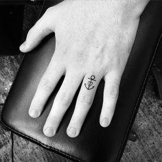 L'ancre sur le doigt