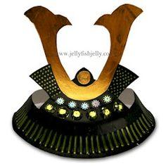 Samauri Paper Plate Helmet Craft.More paper plate crafts on www.freekidscrafts.com