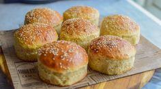 Hamburgerbrød - Hjemmelaget er alltid best! | Gladkokken Piece Of Bread, Dinner, Baking, Happy, Dining, Food Dinners, Bakken, Ser Feliz, Backen