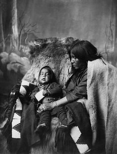 An unidentified woman and child of the Blackfoot Nation. No date, location, or additional information re: this photo. /via Flickr.