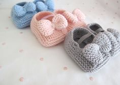 Hand knitted baby shoes. Kika Unique Creations